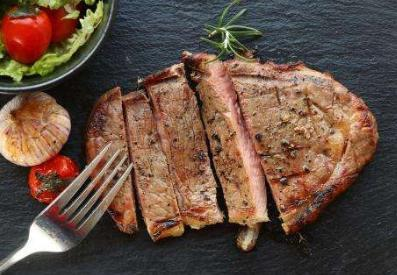 新鲜牛肉怎么做牛排(买回来牛肉怎么做成牛)