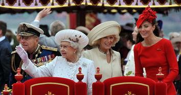 """""""王室之舟""""细节英国女王伊丽莎白二世与王室成员3日搭乘""""王室之舟"""",率领千艘船只巡游泰晤士河,以庆祝女王登基60周年钻石禧年。"""