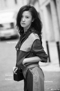 杨子珊尝试黑白LOOK英气十足 性感撩发美艳迷离