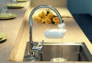 一、水龙头净水器有用吗1、水龙头净水器的原理净水器主要是针对自来水中的杂质、沉淀物、重金属、细菌、病毒等等进行吸附、过滤、拦截、杀菌等.