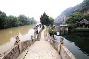 浙江绍兴现 阴阳河 一墙之隔因污染水质大不同