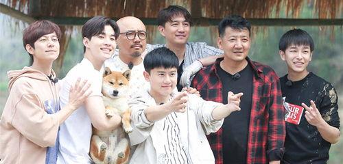 《向往的生活》第一季由黄磊、何炅和刘宪华担任主要嘉宾。