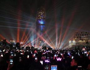 零点灯光秀,为你我、为郑州、为祖国祈福.