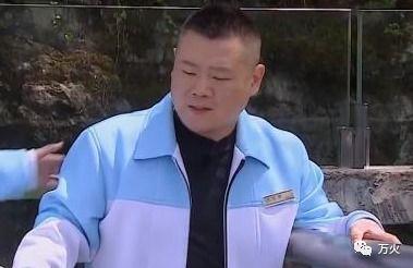 岳云鹏千里寻她,与可爱妹子合影,今烧烤男主动发邀请