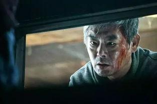 在《昆池岩》票房大爆之后,韩国的恐怖电影越来越多,丧尸题材、恶鬼题材等恐怖片一部接一部,而《变身》这部新作则是其中较为出彩的一部。