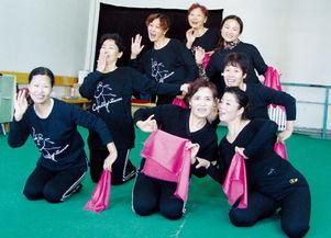 鹤壁老年大学舞蹈队像年轻人一样又蹦又跳