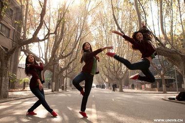 校园角落展现唯美舞姿 西交大舞蹈团秀青春活力
