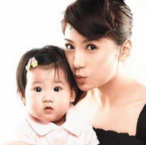 贾静雯和女儿