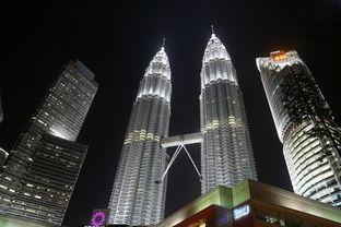 马来西亚的地标,双子塔,这个地方还是晚上去比较好,交通很方便,地铁到klcc站就可以了。