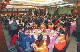500名农民工一起吃年夜饭