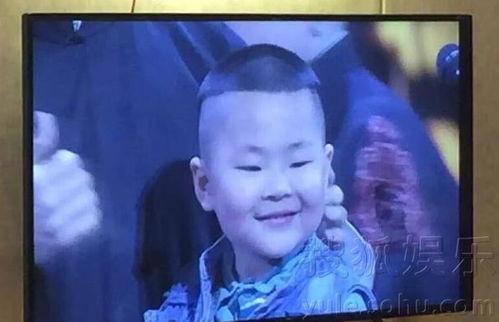 岳云鹏与撞脸男孩同台