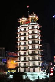郑州二七纪念塔夜景。
