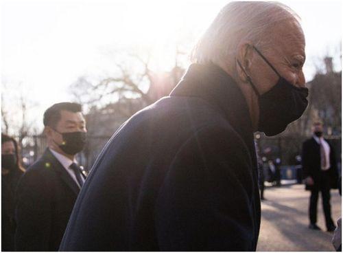 拜登身边的亚裔007火了关键时刻挡子弹,总统人肉盾牌不好当