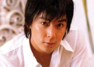 岳云鹏晒自己18岁照片,网友快醒醒,咱们别闹好吗