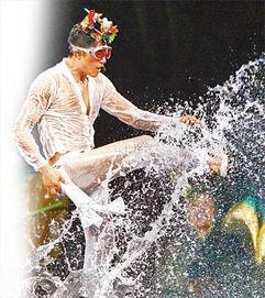 个唱大玩水幕湿身秀 郭富城称防护措施是谜