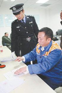 李庄在宣判笔录上签字捺印.