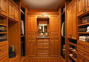 多层实木定制衣柜