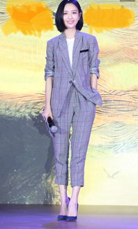佟丽娅身穿brunellocucinelli2018春夏系列
