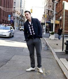 男士运动裤搭配什么上衣 运动裤白袜搭配好看吗