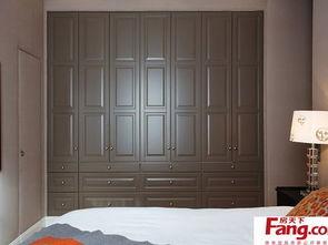 卧室实木床和大衣柜