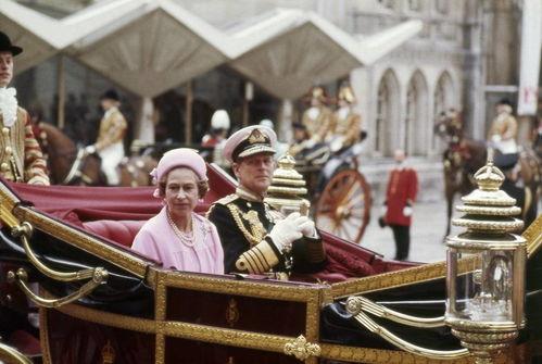 图忆回顾菲利普亲王与女王74年风雨婚姻路