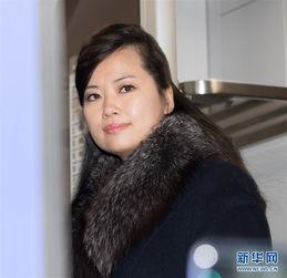 ...渊管弦乐团团长玄松月在韩国首尔火车站登上前往江陵的火车.新华...