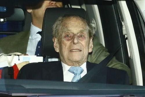 梅根回英国不带阿奇,93岁女王与98岁菲利普亲王很难过