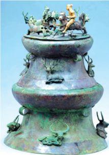 猎场面铜贮贝器。(