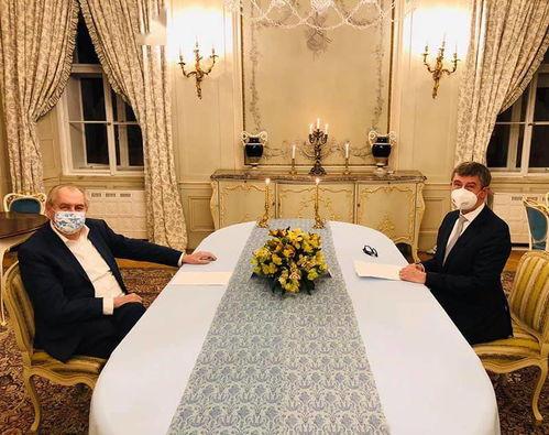 捷克总统泽曼(左)与捷克总理巴比什。