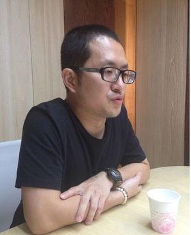 九把刀承认劈腿中视记者周亭羽送餐求女友原谅