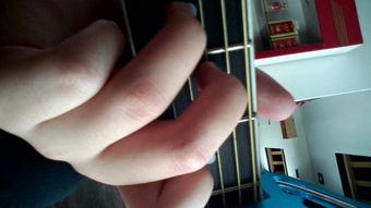 弹吉他怎样不弹错弦