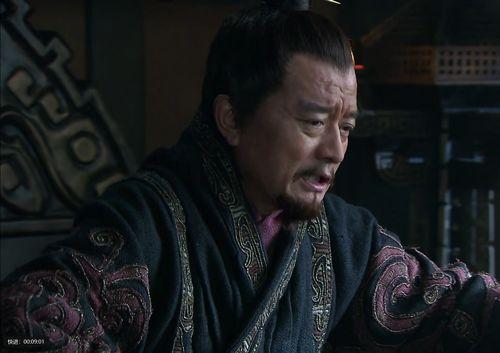 此人父亲被袁术暗杀,母亲被曹魏重臣霸占,自己成为东吴名将  一郡惶恐乃以次安慰翻译