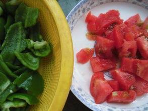 西红柿青椒炒鸡蛋加火腿肠