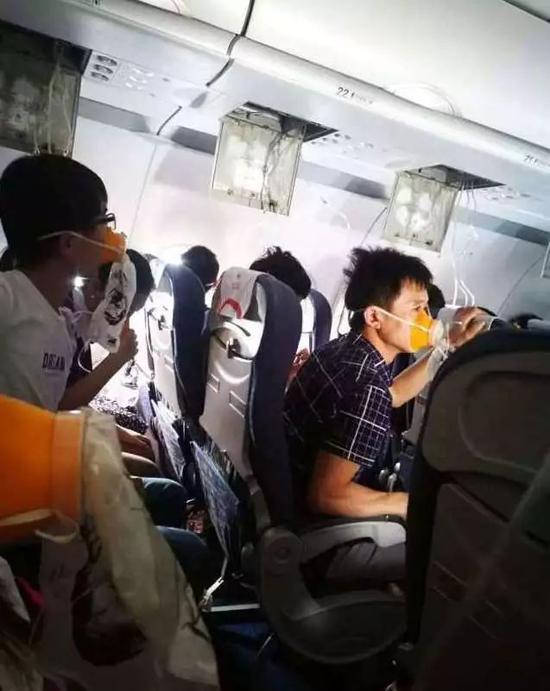 川航航班迫降最新消息川航机长回忆怎样的惊魂时刻