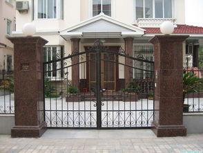 入户门前有根粗的柱子风水怎么解决方法(别墅2个大门柱的风水影响财