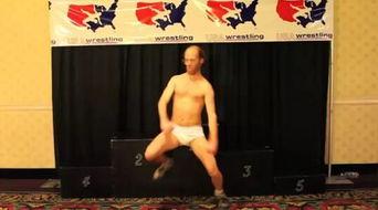 美男子身穿纸尿裤献舞美国大街小巷