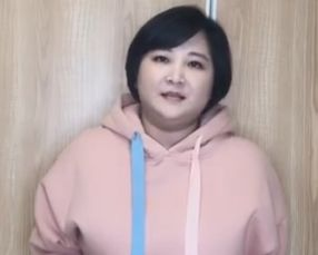 贾玲当年有多瘦看到她与王源的合照,当年就该火了