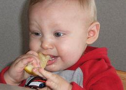 宝宝吃柠檬的搞笑表情
