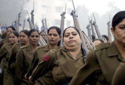 阅兵式上最惊为天人的女兵——印度阅兵式上最美的女兵!