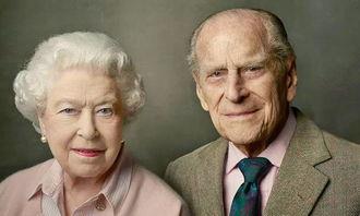 去年女王和菲利普亲王69周年结婚纪念日合影。(