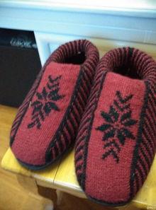 毛线编织的暖暖的棉鞋