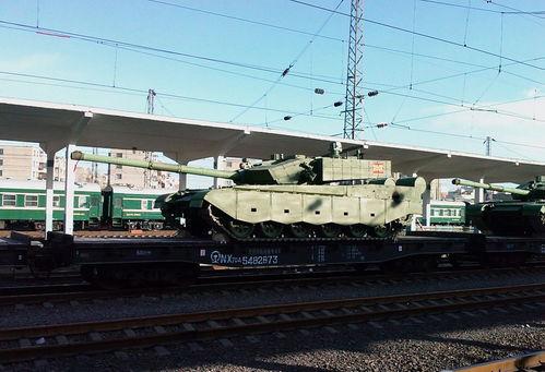 我军神秘坦克现身外形很威猛