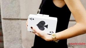 扑克牌手包 街拍活泼新风尚
