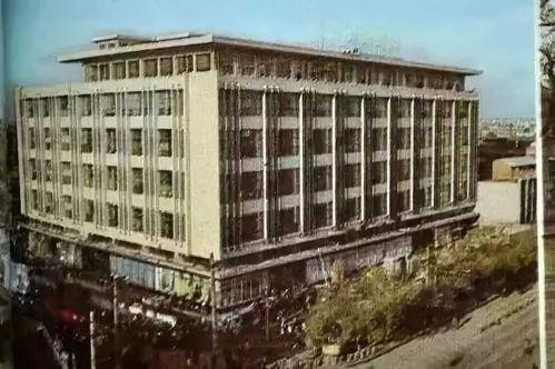 处于黄金c位的唐城百货是老一代西安人购物必去的地标建筑如今也已经成为历史改革开房后才改名为北大街百货城2008年被拆除唐城百货