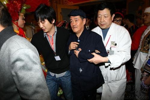 赵本山带病登台