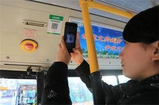 据了解,之前公交车上都悬挂有纸质意见簿.