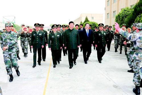 图为驻喀什的新疆军区官兵