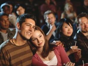 第一次约会看电影女生