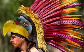当地印第安人向中国贵客表演传统舞蹈 墨西哥之行 习近平携夫人参观...