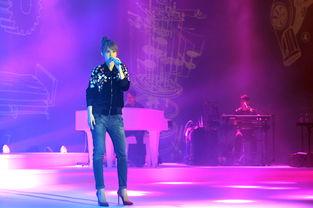 蒙面唱将杨丞琳揭面后首次开唱今晚没有观众1022感动登场
